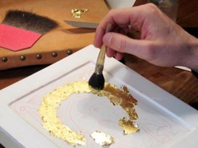 applicazione della foglia d'oro nella doratura a guazzo-artedelrestauro.it