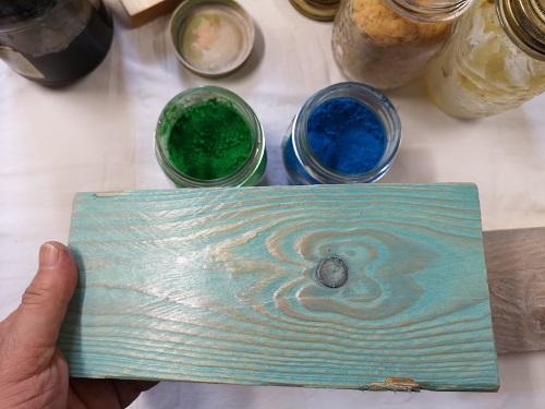 Legno rusticato e cerato azzurro