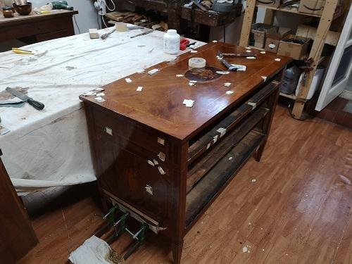 Stai al passo:restauro di un cassettone neoclassico
