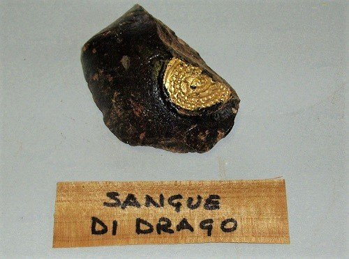 Sangue di drago. Le resine naturali usate nel restauro.