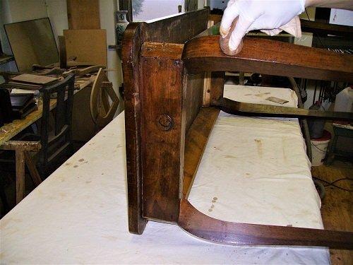 Recupero della patina originale. Come restaurare un tavolo da muro o consolle. Mestierincorso.it