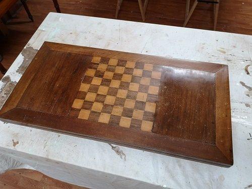 Restauro tavolo da gioco in patina.
