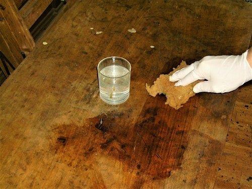 Macchie di inchiostro. Come restaurare un tavolo da muro o consolle. Mestierincorso.it