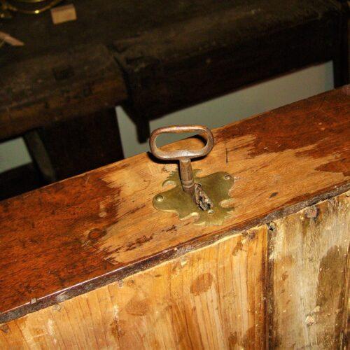 Tavolo da muro. Come restaurare un tavolo da muro o consolle. Mestierincorso.it
