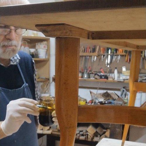 L'anilina nel restauro di un mobile Vintage.