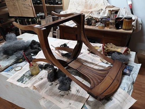Come restaurare le sedie Impero. La sverniciatura.