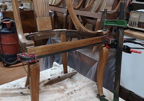 Come restaurare le sedie Impero. La falegnameria.