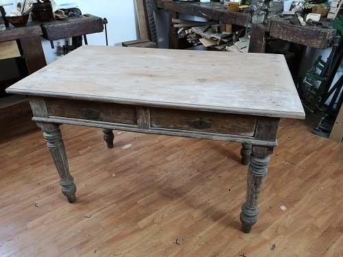 Come rinnovare un vecchio tavolo decorandolo