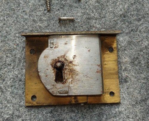 Il restauro di una serratura nei corsi online di mestierincorso.it