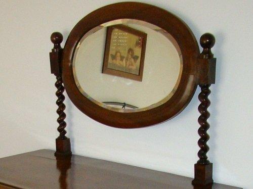 Come riconoscere un mobile antico: la specchiera.