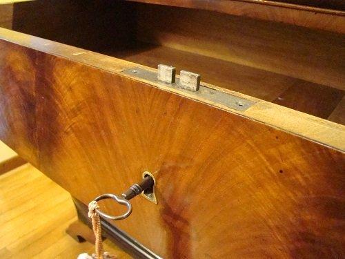 Come riconoscere un mobile antico: la serratura